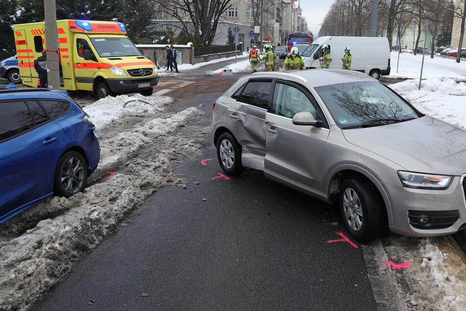 Autos kollidieren an Münchner Straße, Linie 3 unterbrochen