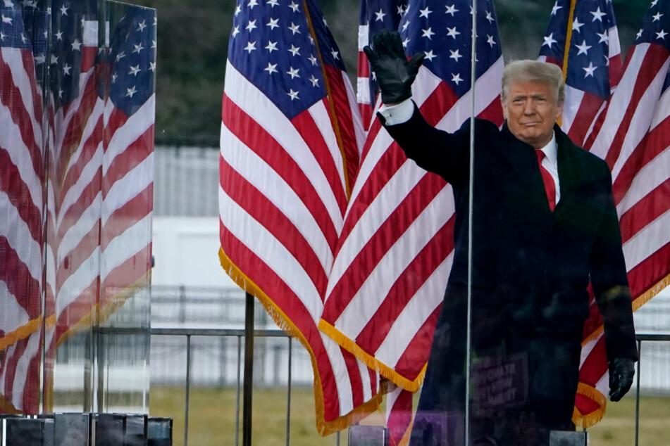 Noch-US-Präsident Donald Trump (74) am Mittwoch bei einer Rede vor seinen Anhängern in Washington D.C. Nach seiner Ansprache hatten Trumps Anhänger das Kapitolgebäude gestürmt, fünf Menschen starben. Nun droht Trump ein weiteres Amtsenthebungsverfahren.