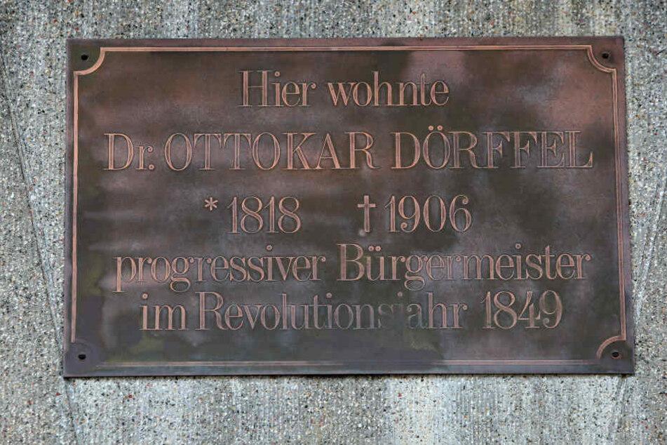 In Glauchau erinnert diese Tafel am früheren Haus des Politikers an ihn.