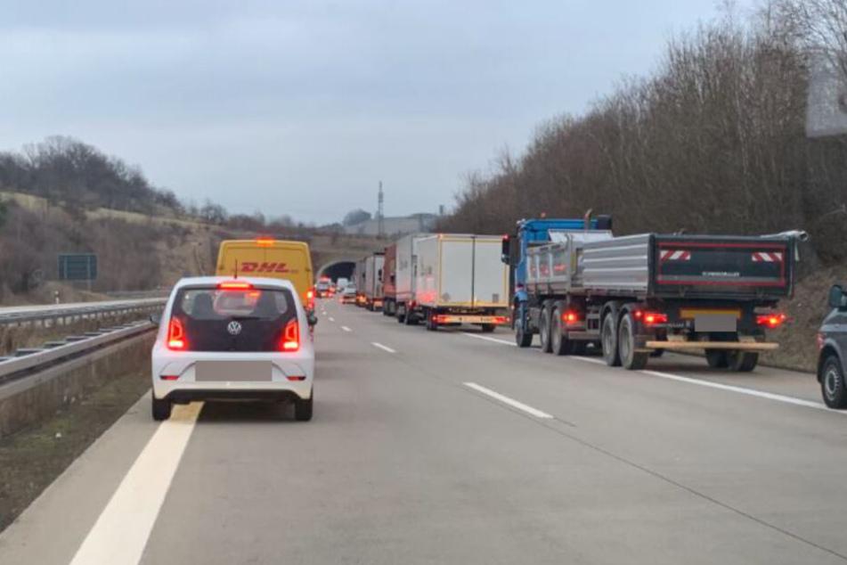 Aufgrund der Voll- bzw späteren Teilweisesperrung der Autobahn kam es zu Stau auf der A17.
