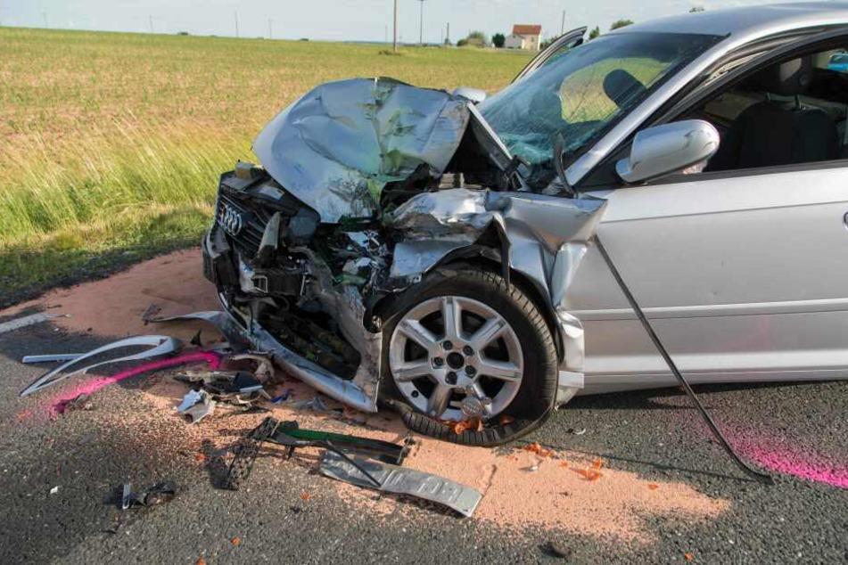 Der Audi-Fahrer wurde bei dem Unfall schwer verletzt.