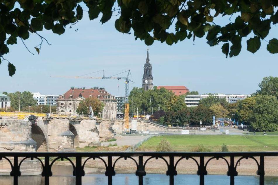 Am Königsufer auf Neustädter Seite sollen sich die Baukräne drehen. Wie  bebaut werden darf, soll ein Wettbewerbsverfahren klären.