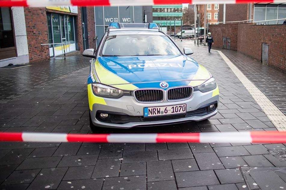 Die Stelle, wo das Auto in die Fußgängergruppe fuhr wurde von der Polizei abgesperrt.