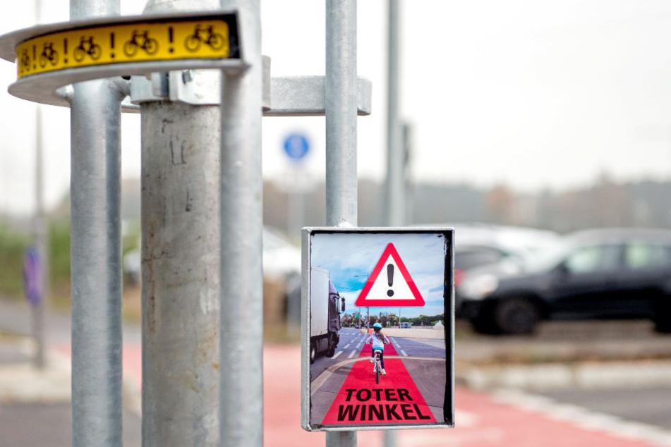 Mit diesem System sollen Lkw-Fahrer künftig vor Radfahrern im toten Winkel gewarnt werden.