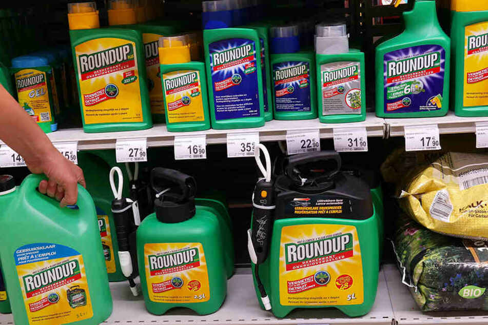 Glyphosat steckt unter anderem in Unkrautvernichtungsmitteln. Darüber gelangt es auch in unsere Nahrung.