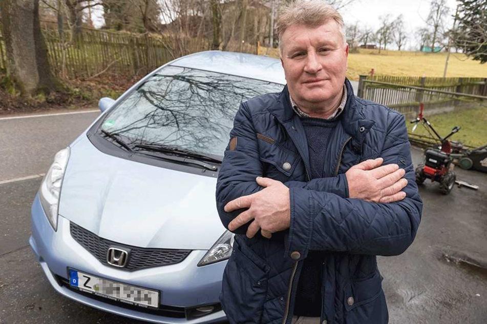 Schockiert: Ein Anhalter wollte Frank Meding (61) bei Waldenburg das Auto klauen.