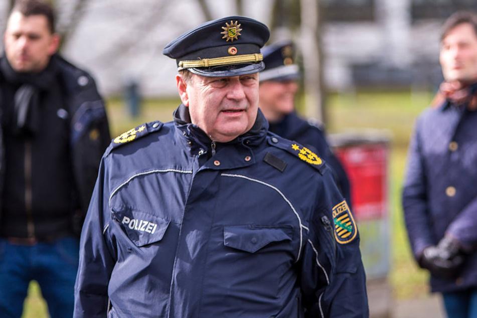 Leipzigs Polizeipräsident Bernd Merbitz glaubt nicht, dass die Proteste gegen die Innenministerkonferenz in Leipzig eskalieren. (Archivbild)