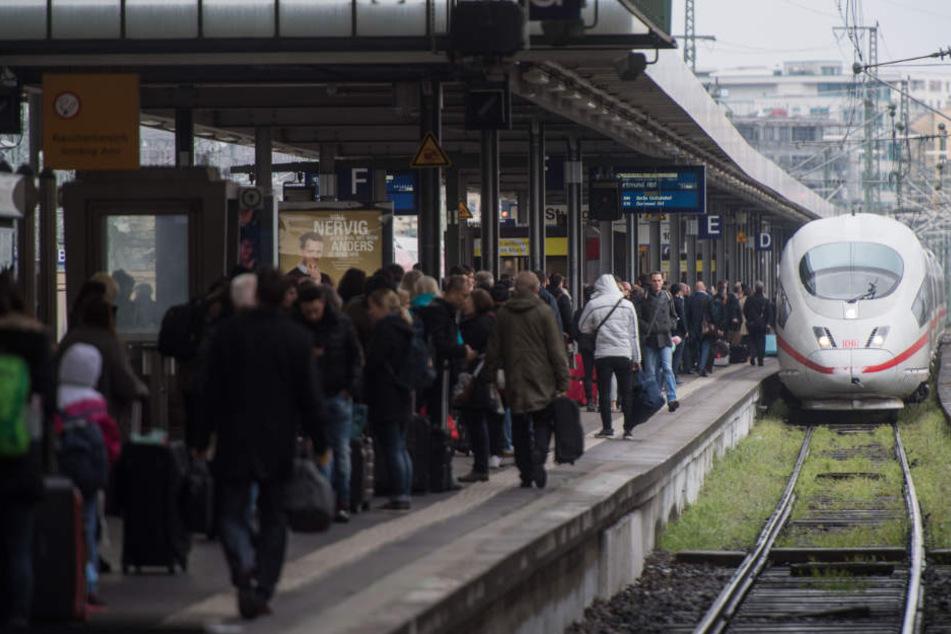 Auch Bahnreisende aus Baden-Württemberg müssen sich am Sonntag auf ausgefallene Züge einstellen. (Archivbild)
