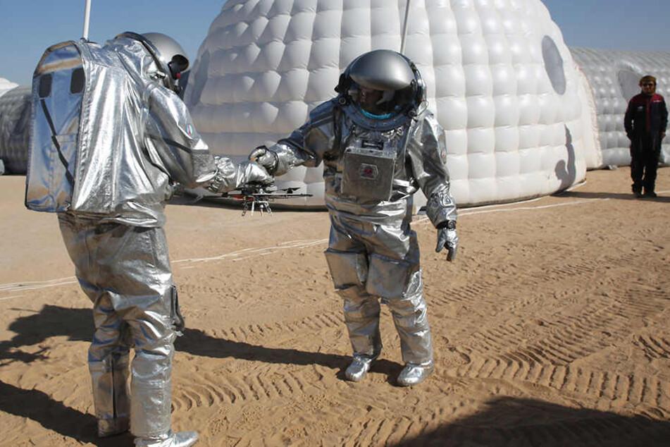 Derzeit wird für die Ernährung auf Weltraumflügen geforscht, ob man aus Ausscheidungen Essbares machen kann.