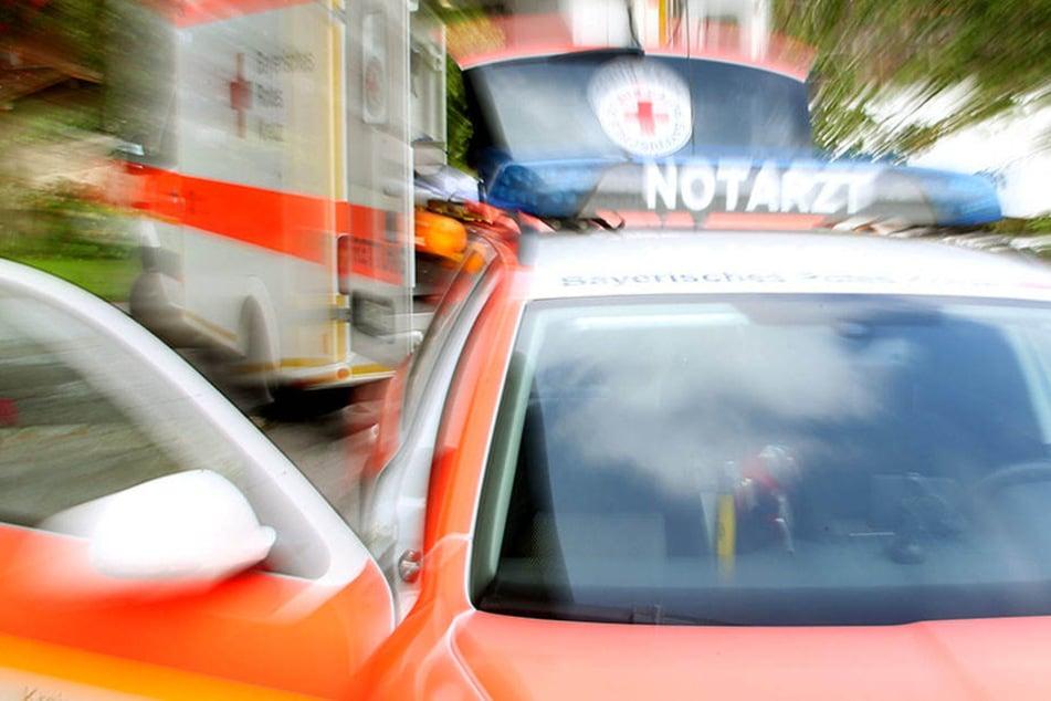 Messer-Mann bedroht Notarzt! Polizei zückt Waffe und drückt ab