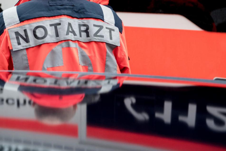 Die Rettungskräfte konnten das Leben des Geisterfahrers nicht retten. (Symbolbild)