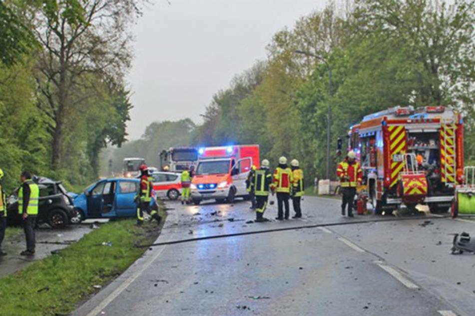 Handyfotos der Leiche gemacht: Feuerwehr entsetzt über Gaffer bei Autounfall