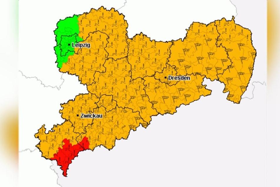 In Teilen Sachsens gilt Warnstufe Rot. Hier wird vor Glatteisregen gewarnt.