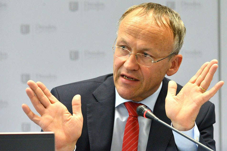 Finanzbürgermeister Dr. Peter Lames (53, SPD) muss 3,2 Millionen Euro extra ausgeben.