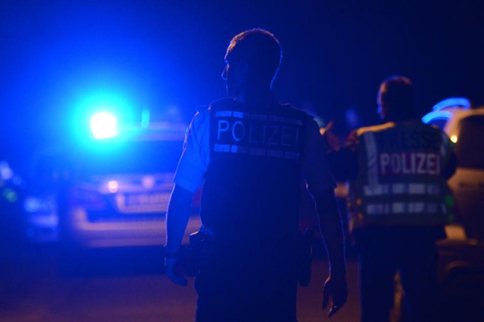 Eine halbe Stunde verfolgten die Beamten den Mann, ehe dessen Flucht am Polizeigebäude endete. (Symbolbild)