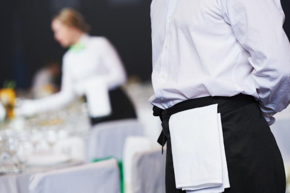 Leipzigs Gastro-Mitarbeiter sollen 2018 insgesamt 281.000 Überstunden geleistet haben. (Symbolbild)