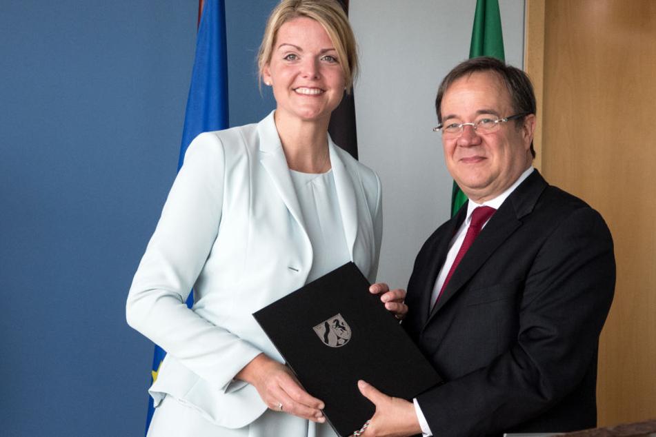 Da war die Welt noch in Ordnung: Christina Schulze Föcking und NRW-Ministerpräsident Armin Laschet bei der Ernennung zur Agrarministerin.