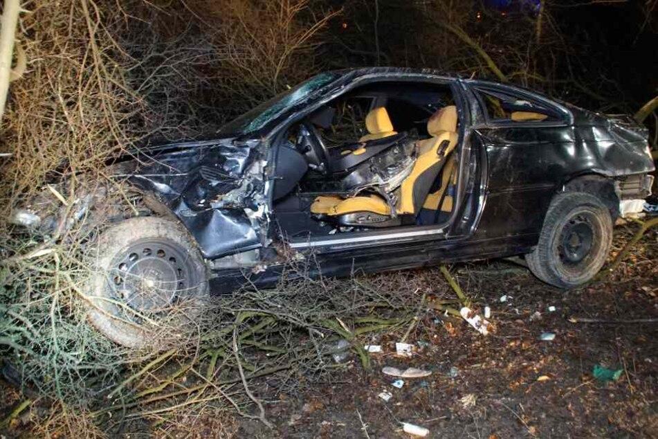 Der 43-Jährige konnte sein Auto nicht mehr kontrollieren und kam 200 Meter nach der Unfallstelle im Wald zum stehen.