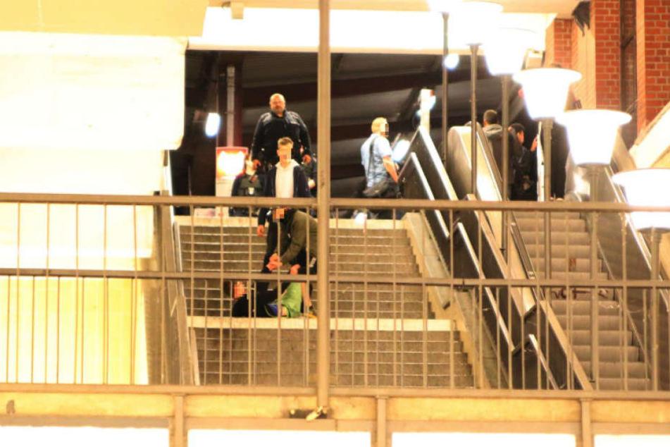 Am U-Bahnhof Elsterwerdaer Platz flogen die Fäuste.