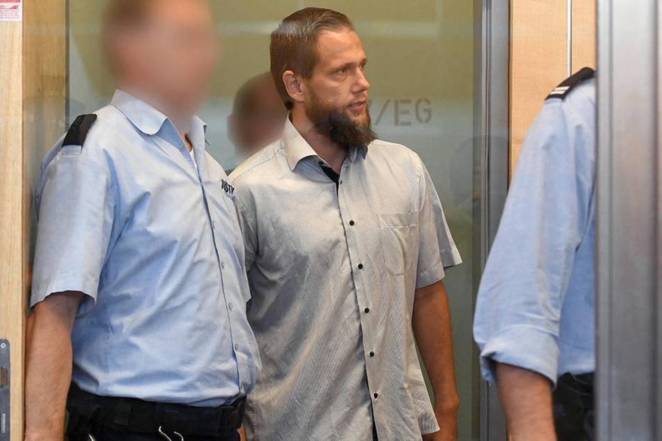 Der SalafistenpredigerSvenLau am 6.9.2016 vor Prozessbeginn im Gerichtssaal des Oberlandesgerichts in Düsseldorf.