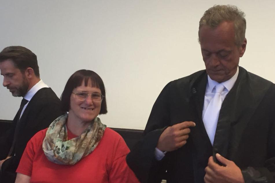 Angelika W. tauchte mit ihrem Anwalt Peter Wüller vor Gericht auf.