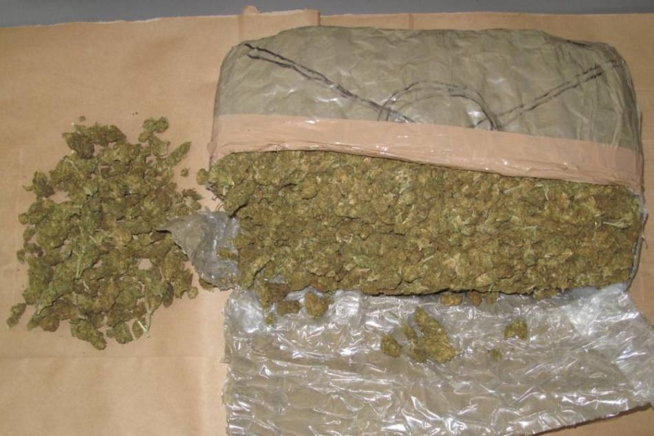 Im Auto der beiden Männer fand die Polizei fast zwei Kilogramm Marihuana.