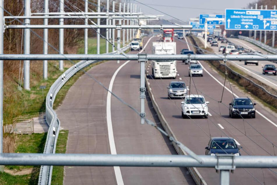 Der Ausbau der Teststrecke für E-Laster zwischen Reinfeld und Lübeck liegt im Zeitplan.