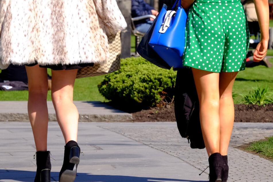 Perverser filmt Frauen in Kaufhaus unter die Röcke