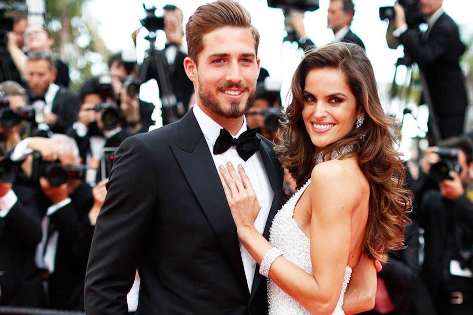 Kevin Trapp (l.) mit seiner Freundin Izabel Goulart (r.) bei den 70. Internationalen Filmfestspielen von Cannes.