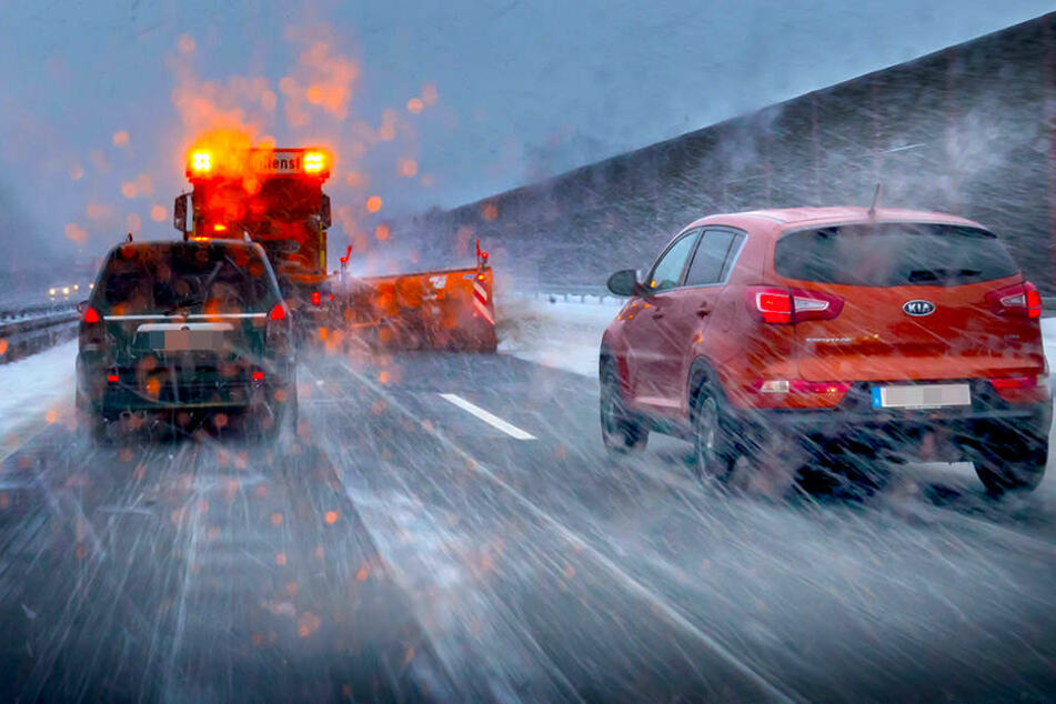 Über 100 Unfälle! So wütete Schneesturm über Sachsen