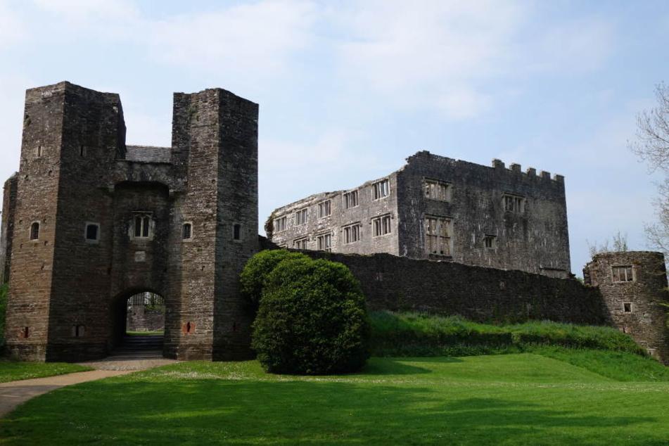 """Chloe und ihre fünf Freunde waren nachts auf der Burg """"Berry Pomeroy Castle"""" unterwegs. (Archivbild)"""
