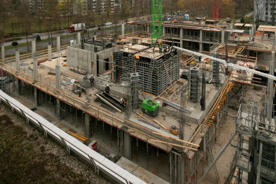 51 Meter hoch, 13 Etagen, Platz für 900 Mitarbeiter: Am Hauptbahnhof entsteht die neue Zentrale von DREWAG und ENSO.