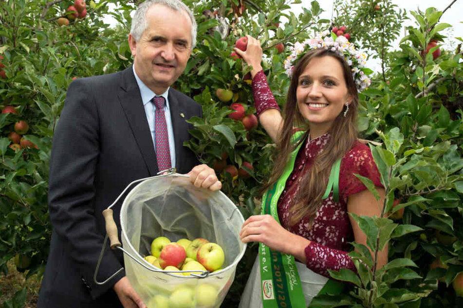Sachsens Landwirtschaftsminister Thomas Schmidt und Blütenkönigin Laura I. (25, Studentin aus Zwenkau) rufen zum großen MOPO-LeseTag!