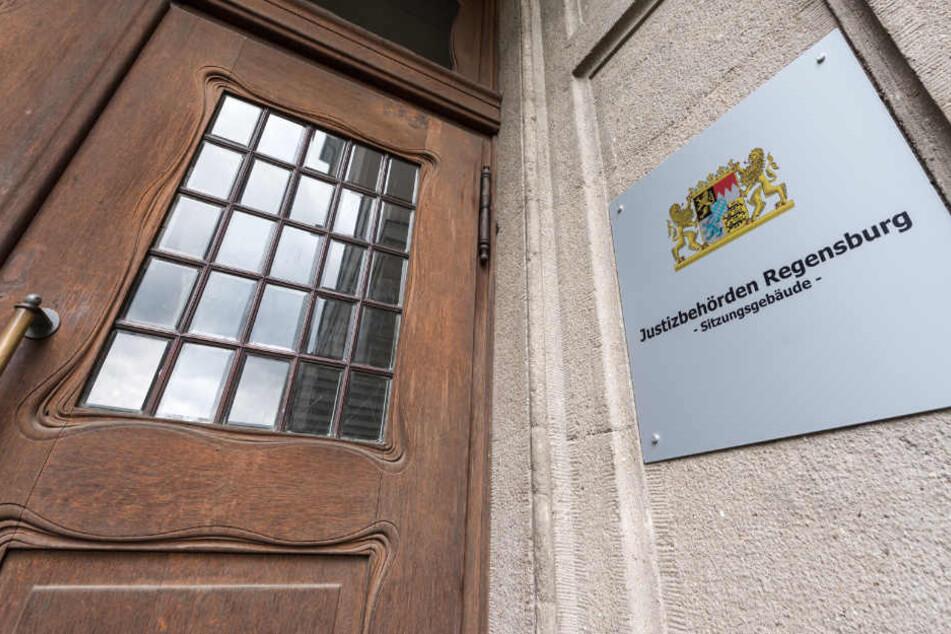 In Regensburg steht der Prozess gegen die vier Verdächtigen an. (Symbolbild)