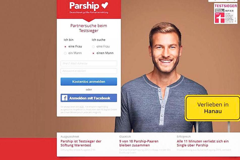 Nikola Radosovas Lebensgefährte Philipp Reuter lächelt von der Parship-Werbung.