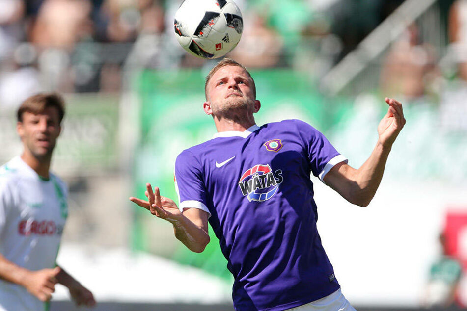 """Mit breiter Brust gegen den Spitzenreiter! Nicky Adler will mit Aue gegen Braunschweig  gewinnen. Es wäre das 24. Heimspiel ohne Niederlage für die """"Veilchen""""."""