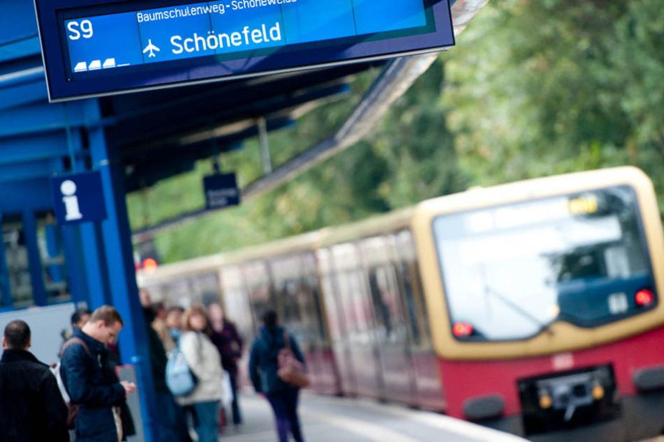 Am S-Bahnhof Treptower Park ist derzeit mit Verspätungen und Zugausfällen zu rechnen.