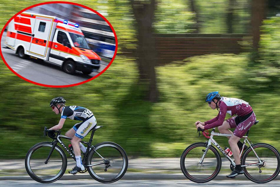Der Radfahrer kam schwer verletzt ins Krankenhaus, wo er am Sonntagabend noch in Lebensgefahr schwebte. (Symbolbild)