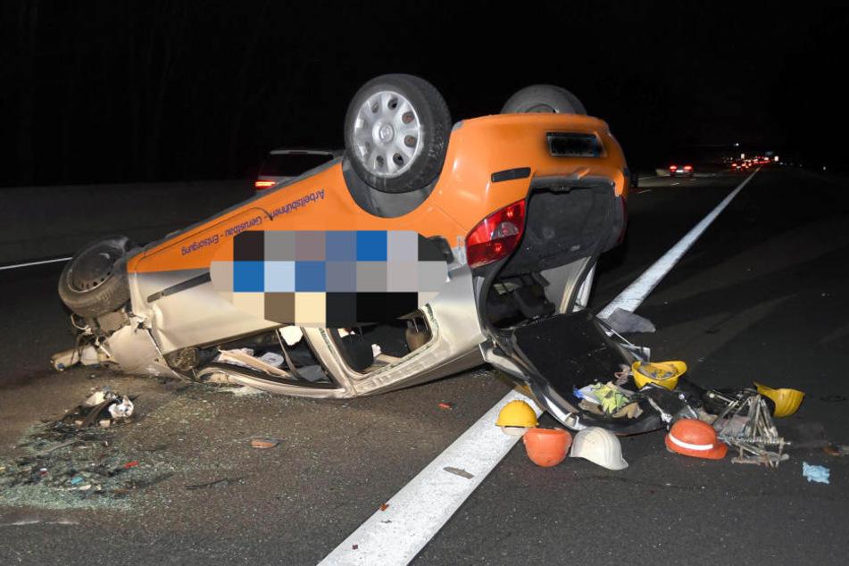 Ein Reifenschaden war die Ursache für den schweren Crash. Ein Opfer musste per Rettungshubschrauber in ein Krankenhaus.