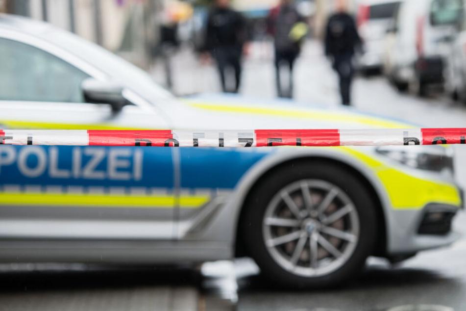 Die Polizei hat den Tatort abgesperrt. (Symbolbild)