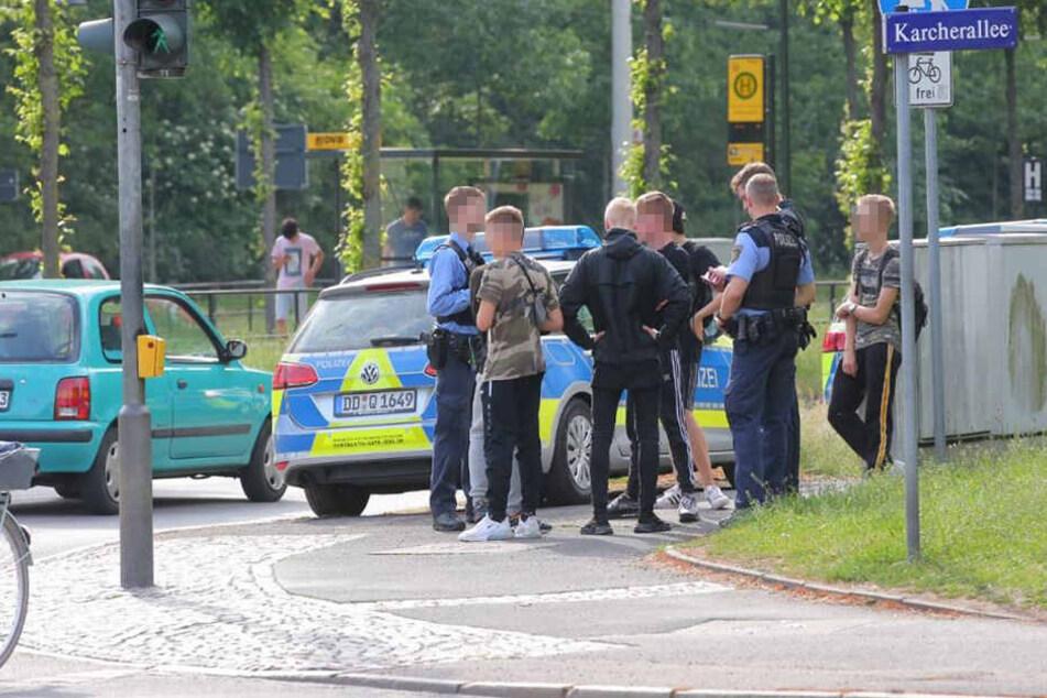 Die Polizei befragte einige Jugendliche.