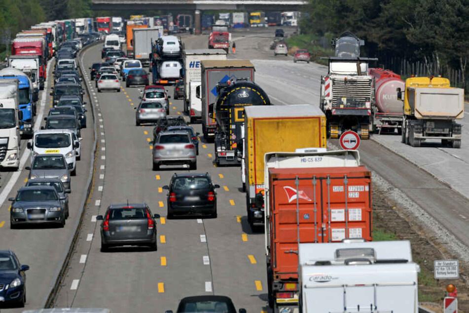 Auf den Autobahnen sorgen Baustellen für Staugefahr.