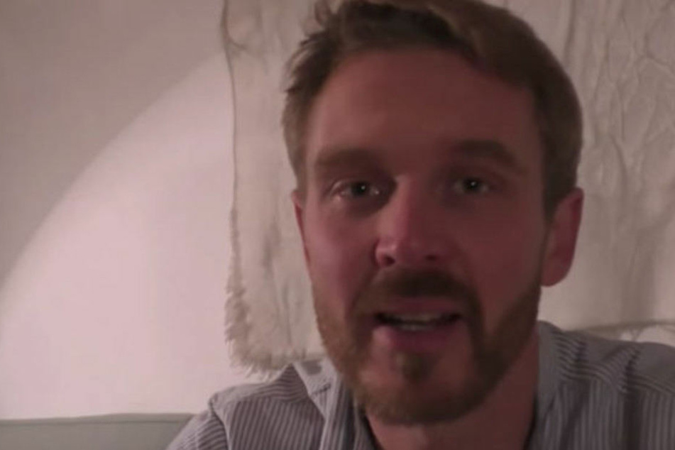 """Auf YouTube ist er als """"Der Volkslehrer"""" bekannt."""