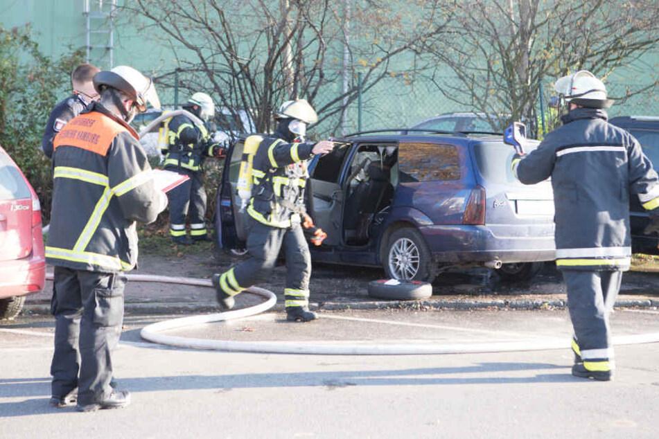 Die Hamburger Feuerwehr musste erneut ein brennendes Auto mit Gastank löschen.