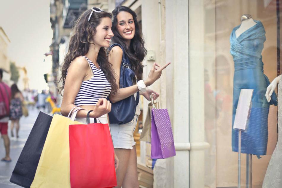 Am Shopping-Sonntag in Salzkotten könnt Ihr Eure Tüten füllen. (Symbolbild)
