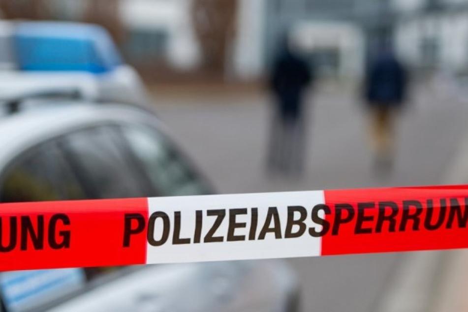Eine Frau wurde offenbar auf der Straße erschossen. Die Polizei sucht nun den Täter (Artikel- und Startbild sind Archivbilder).