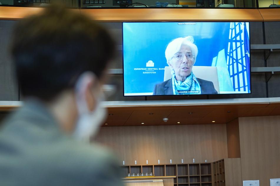 8. Juni, Brüssel: Christine Lagarde (r), Präsidentin der Europäischen Zentralbank, spricht per Videokonferenz vor einem EU-Parlamentsausschuss.