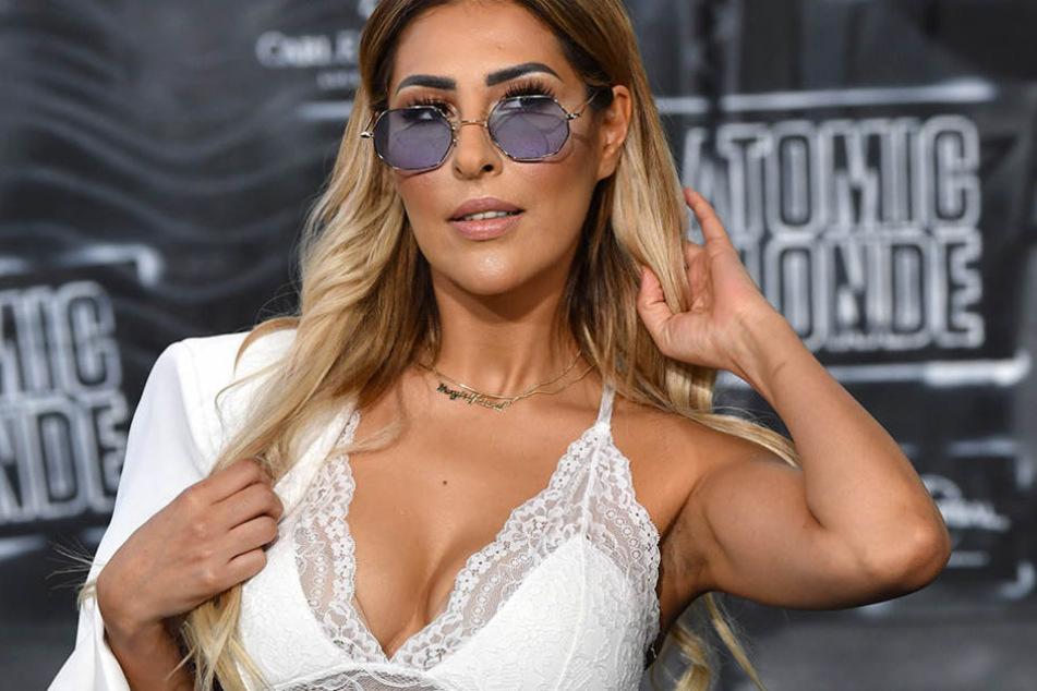 Senna Gammour (37) zeigte sich jetzt im Urlaub im sexy Bikini.