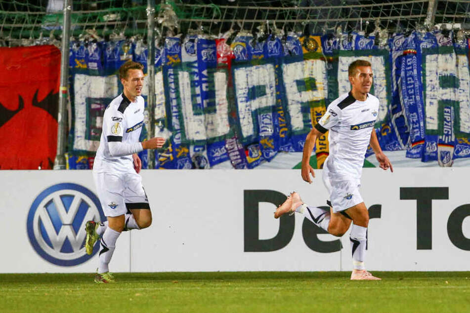 Paderborn (rechts 2:0-Torschütze Uwe Hünemeier) freute sich über den zweiten Achtelfinal-Einzug in Folge.