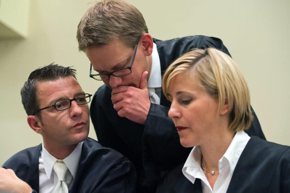 Die Anwälte der Angeklagten Beate Zschäpe, Wolfgang Stahl (l-r), Wolfgang Heer (M) und Anja Sturm.